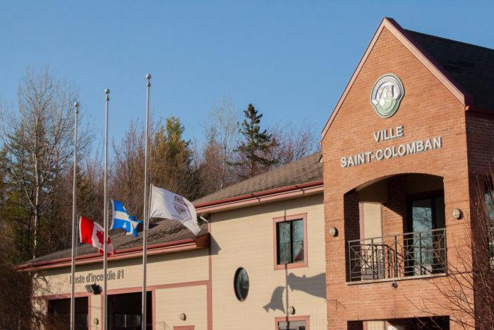 COVID-19 : La Ville met ses drapeaux en berne
